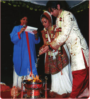 pandita performs  WEDDING CEREMONY IN INDIA copy