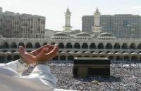 Supplicating_Pilgrim_at_Masjid_Al_Haram._Mecca_Saudi_Arabia