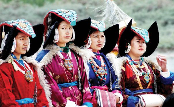 ladakhi-women-leh-dance