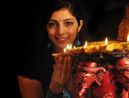 diwali_diya_photos-Beautiful-Indian-Girls-Happy-Diwali-Celebration-HD-Wallpaper-Pics-Download