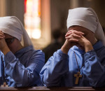 two+nuns+praying+church